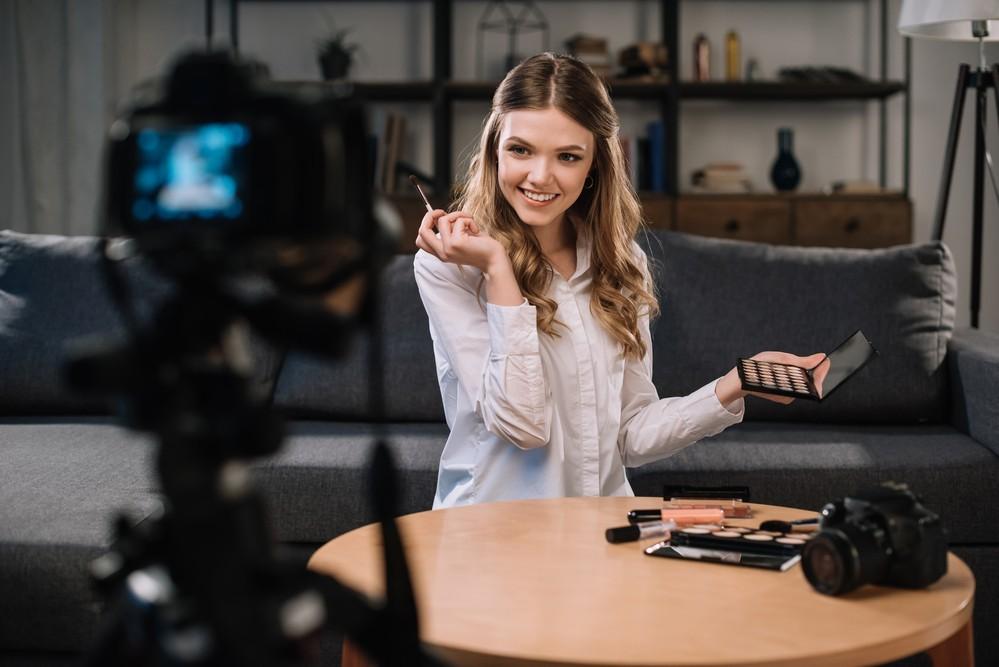 Как блогеру запустить свою косметику